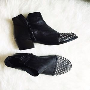 Steve Madden Boots - Studded black boots