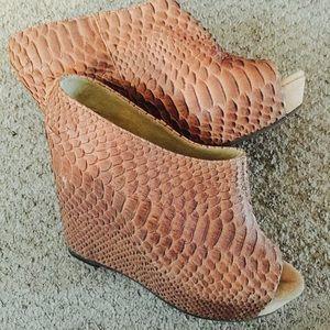 Steve Madden wedge shoe