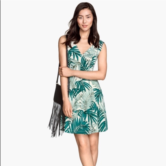 H&M Dresses - 🍩 SOLD - H&M | White & Green Palm Leaf Dress