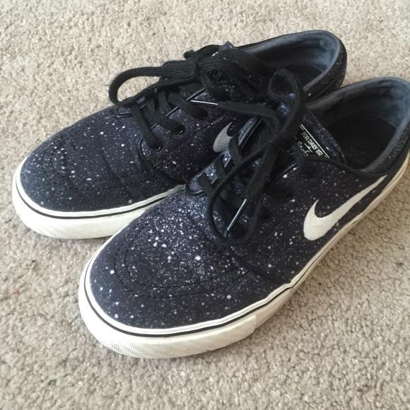 Navy speckled Nike SB Stefan Janoski shoes