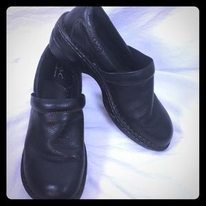 Born concept leather black clogs