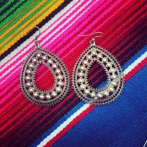 Jewelry - Silver dot dangles