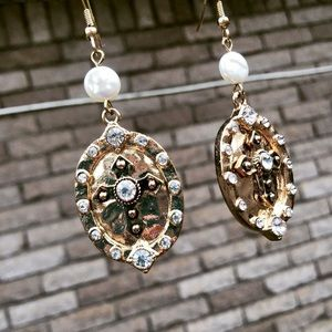 Jewelry - Boho Gold and Pearl medallion earrings
