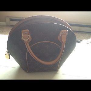 Handbags - Purse gently used