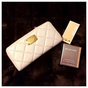 🍃New List🍃Michael Kors Continental QuiltedWallet