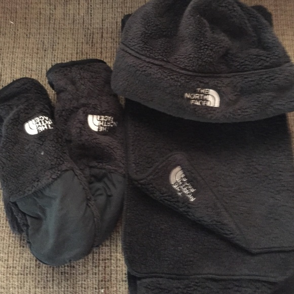 505d1ca92 North face set! Hat, scarf, & mittens!