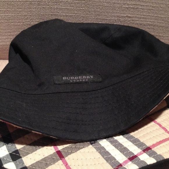 Burberry Accessories - Reversible Burberry bucket hat 1dc6de2ff4e