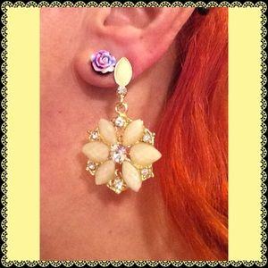 Jewelry - Beige Flower Earrings