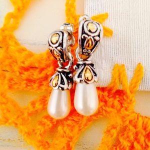 Jewelry - NWOT faux pearl dangling earrings 🎉2xHP🎉