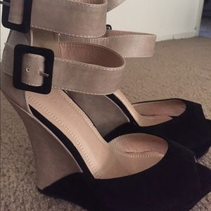Liliana Shoes - Peep-Toed Wedges Size 8 Liliana