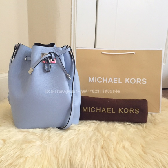 6965e510b591 Michael Kors Bags   Nwt Auth Miranda Bucket Bag   Poshmark