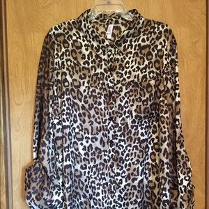 Exhilaration Tops - Women's XXX Shiny Leopard print, hi low blouse😎