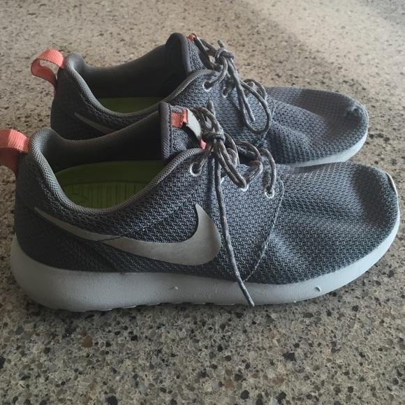 db5a8d52d754 Nike Roshe Runs. M 55a3d710a3a01f4adf00f9ef
