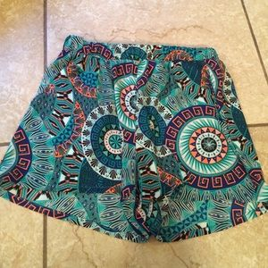 Other - CUTE GREEN PATTERN SHORTS