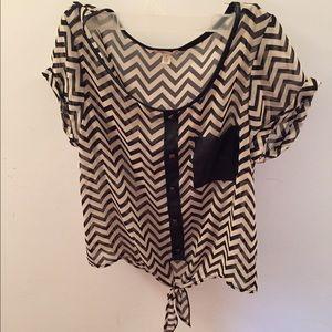 Chevron pattern sheer short sleeve shirt