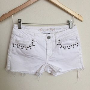 AMERICAN EAGLE White Cutoffs