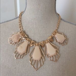 Beige fashion necklace set