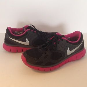 nike nike size 6 pink and black tennis shoes from