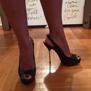 Patent leather peep toe pumps