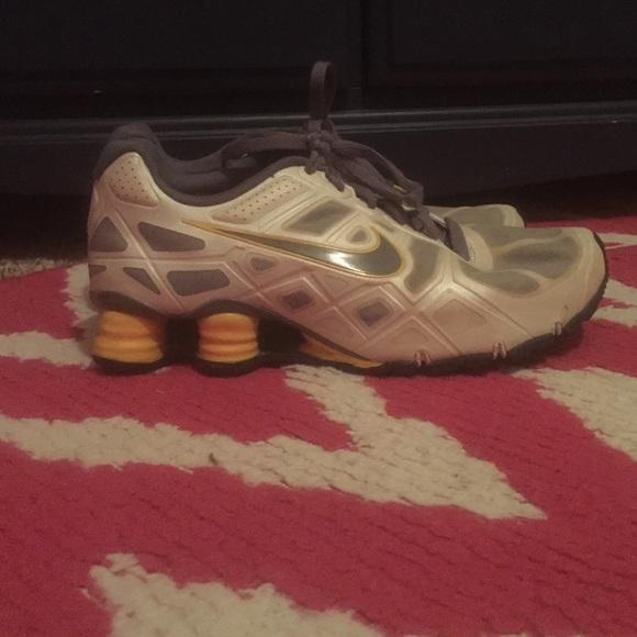 3813597a1898 women s size 9 Livestrong Nike Shox. M 55a49867077e1959d5015412