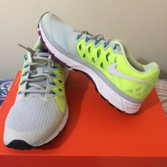los angeles 774d6 37e2e Womens Nike Zoom Vomero 9