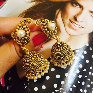 Jewelry - Antique Gold look Jhumki