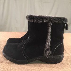 khombu Shoes - New Khombu Black Suede Winter Booties