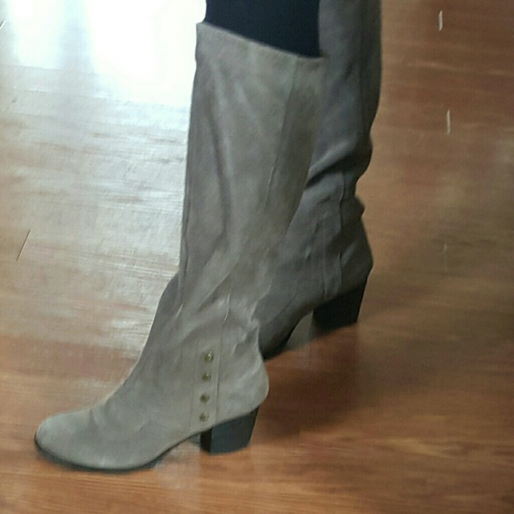 44 nine west shoes nine west taupe colored suede