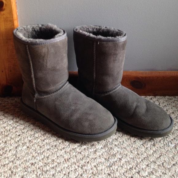670f3d106c1 Ugg Australia Women's Classic Short Grey Boot