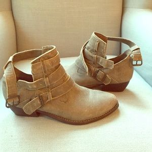 Matisse tan ankle bootie