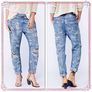 NWT/Free People/Destroyed Boyfriend Jeans/size 25