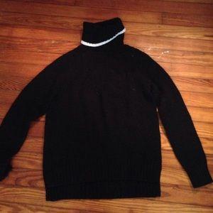 Black Uni Qlo sweater