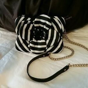 kate spade Handbags - Gorgeous♠️kate spade Flower Crossbody