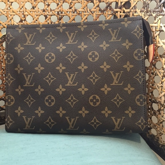 Louis Vuitton Clutches   Wallets - Louis Vuitton monogram toiletry pouch 26  authentic 32e8bbd54bd9d