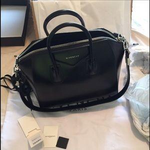 Givenchy Handbags - 100% Authentic GIVENCHY Antigona Medium Duffel