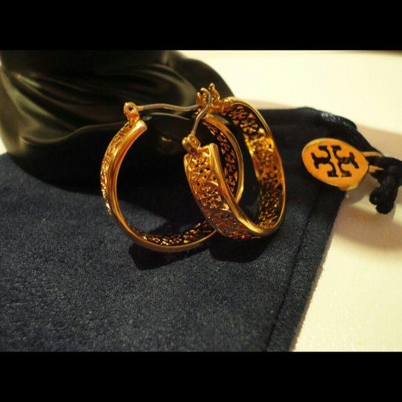 35f873ea0612 Authentic tory burch kinsley medium hoop earrings.  M 55a783202bbdeb7883002fc1