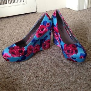 Steve Madden silk floral print pumps/high heels
