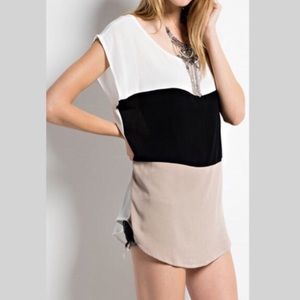 ••LAST ONE!•• Crepe Color Block Top