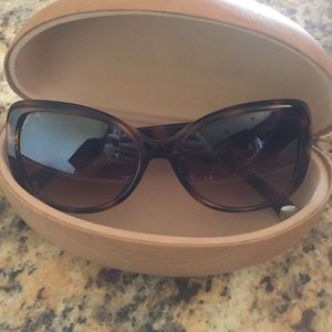 Romance sunglasses with case