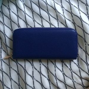 HP NWOT. Purple clutch (: