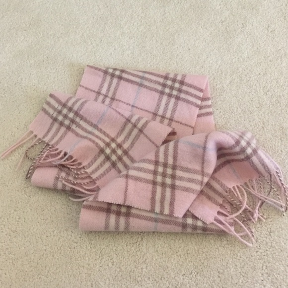 7d2bf22e6e26 Burberry London Pink Wool Scarf