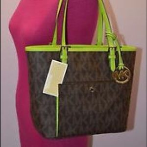 42a02a33d478 Michael Kors Bags - Fuschia and brown jet set snap tote