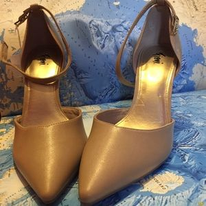FIONI Clothing Shoes - NWT Nude D'orsay Heels