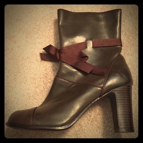 89 mudd shoes mudd mystery brown boots w ribbon