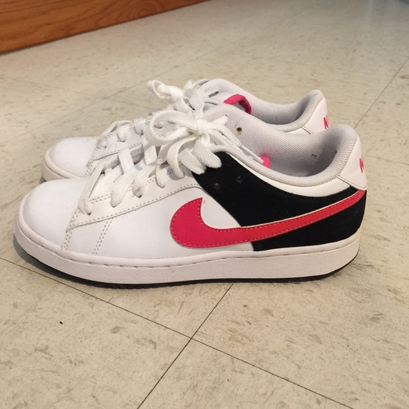 nike nike tennis shoes pink and black 5w from s