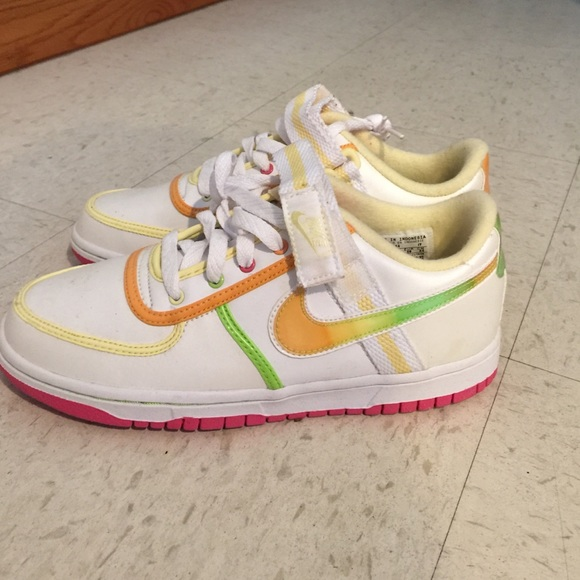 Nike dunks Velcro shoes size 5.5Y brand new