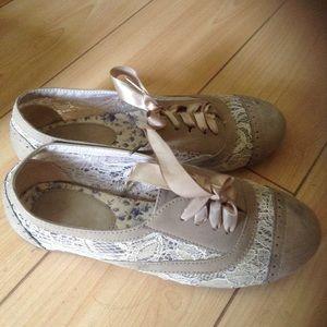 Shoes - Beige lace flats