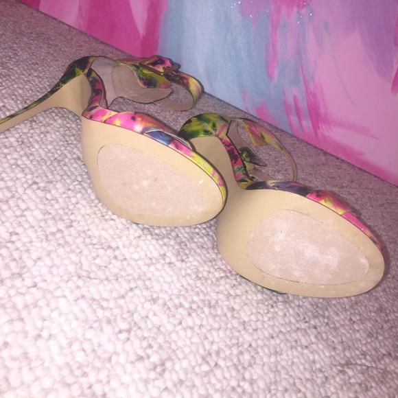 Steve Madden Shoes - Steve Madden floral Marlenee Sandals / Sz 8.5