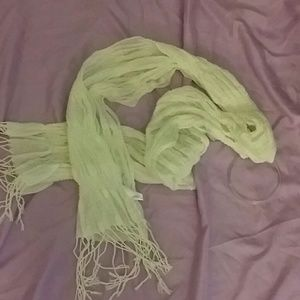 Accessories - Off white scarf with tassles