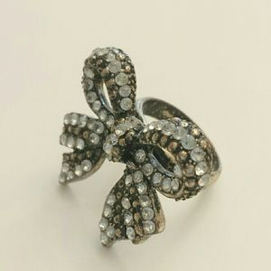 Jewelry - Blingey bow statement party ring